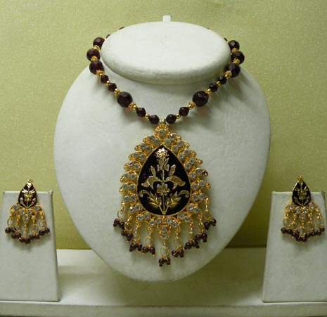 Indian beads strung necklace
